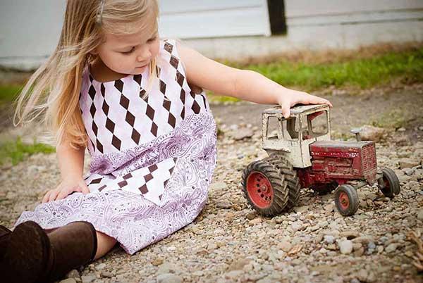 maedchen_mit_traktor2